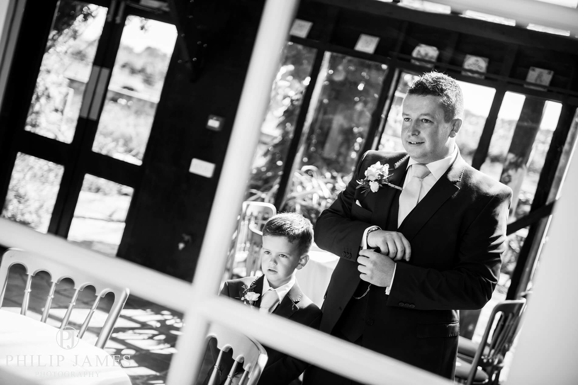 South Farm wedding photography | Matt & Mel - By Philip James a Birmingham wedding photographer