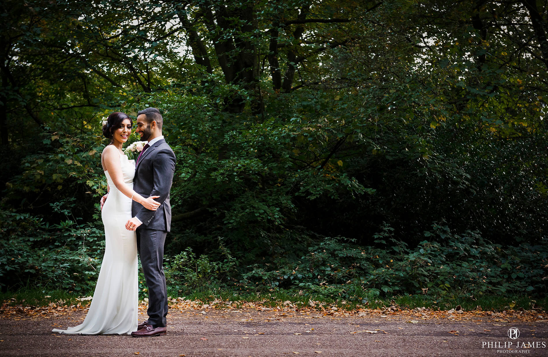 wedding photographer Sutton Coldfield Park | Philip James Photography